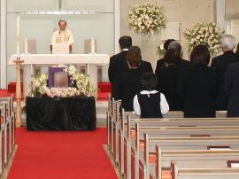 カトリック教会葬儀を行う