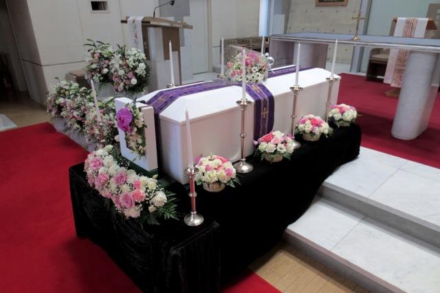 生花飾り(棺縦安置)①